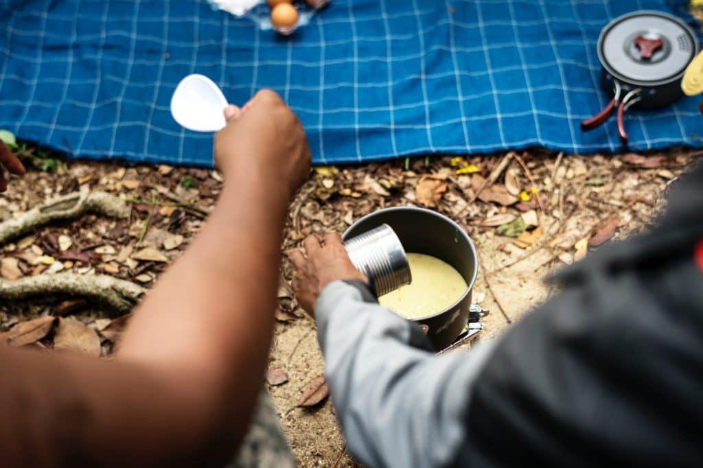camping hack und tricks kochen